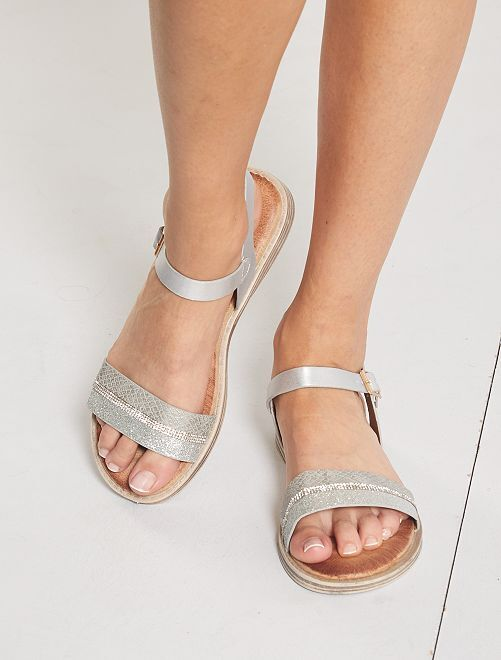 Sandalias planas plateadas                                         gris