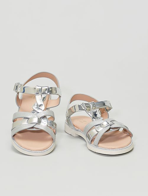 Sandalias plateadas y brillantes                             plata