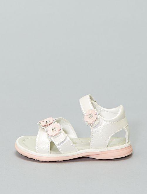 Sandalias sintéticas brillantes                             blanco rosa