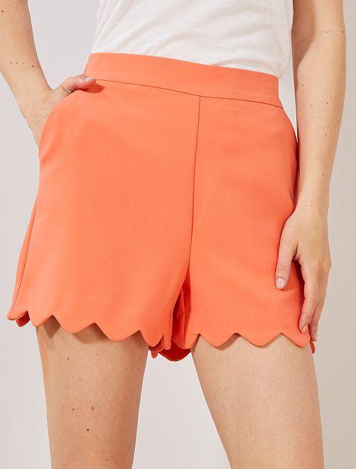 Short con acabado festoneado                                                                                         naranja coral