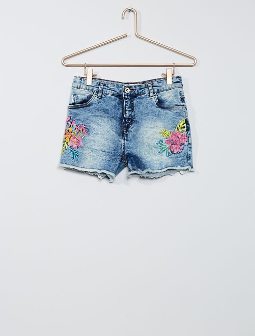Short descolorido bordado                             denim
