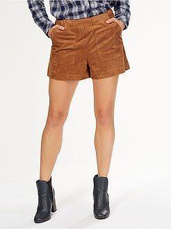 Pantalones cortos, short - Short recto de antelina con 2 bolsillos grandes