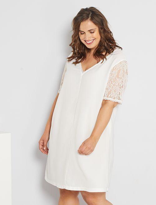 Vestido con encaje                                         blanco nieve