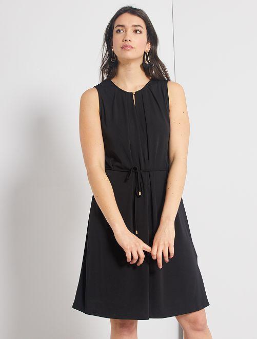 Vestido con escote de lágrima                             negro