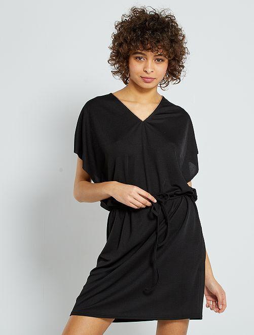 Vestido corto con detalle dorado                             negro