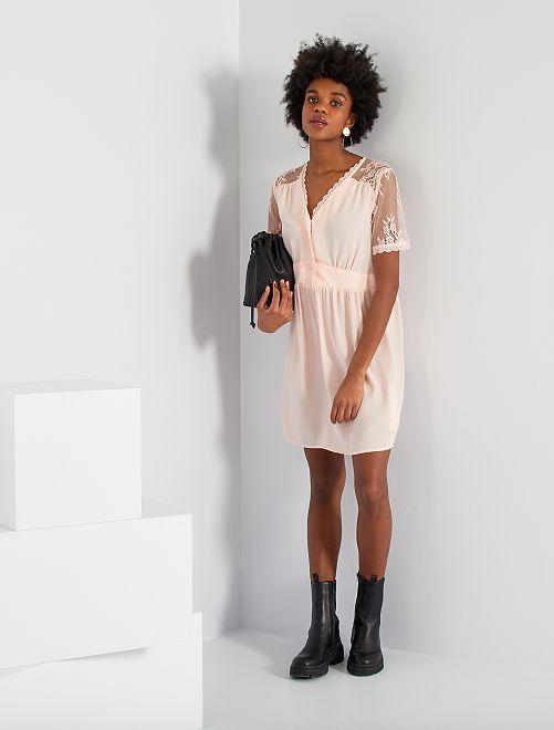 Vestido corto con detalles de encaje                                         rosa