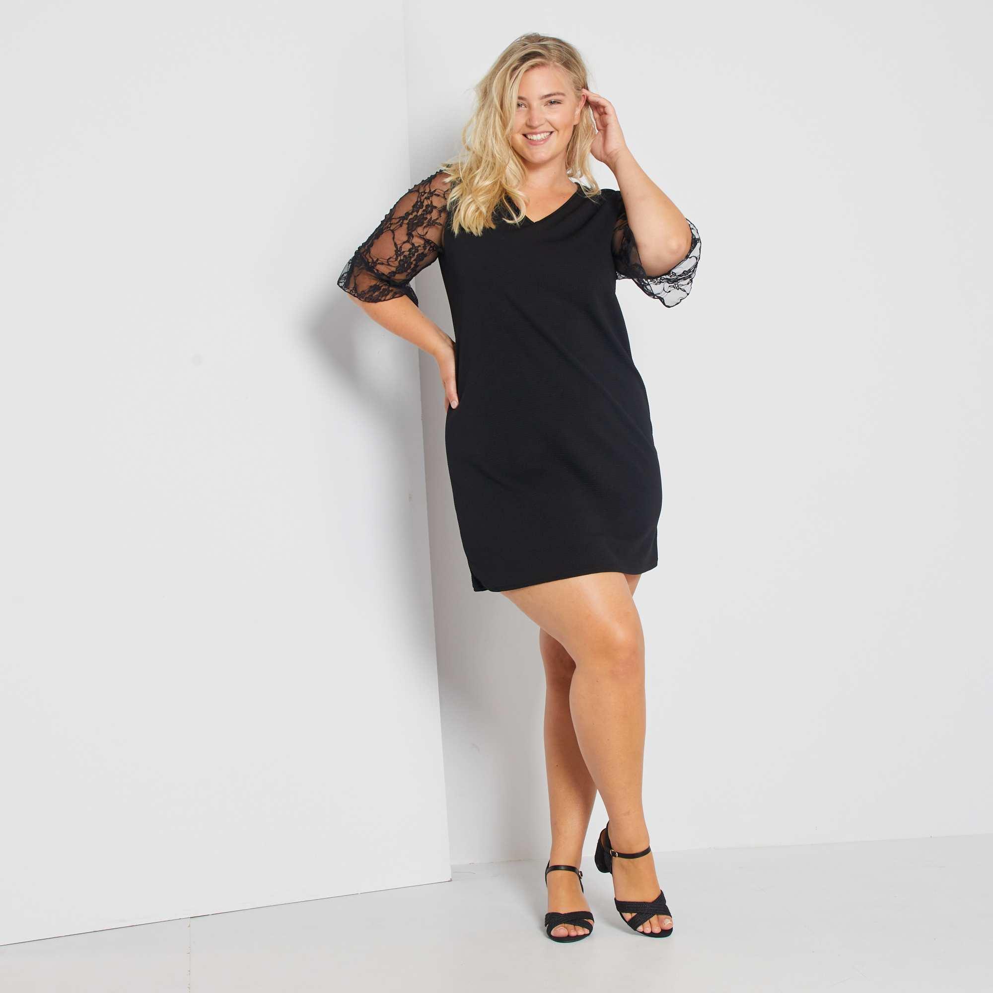 14d853e36 Vestido corto con mangas de encaje negro Tallas grandes mujer. Loading zoom