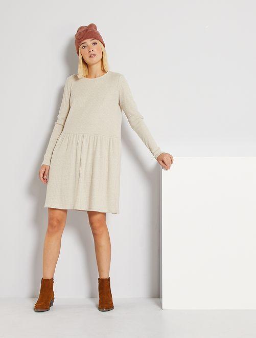 Vestido corto de punto suave                                                                 BEIGE