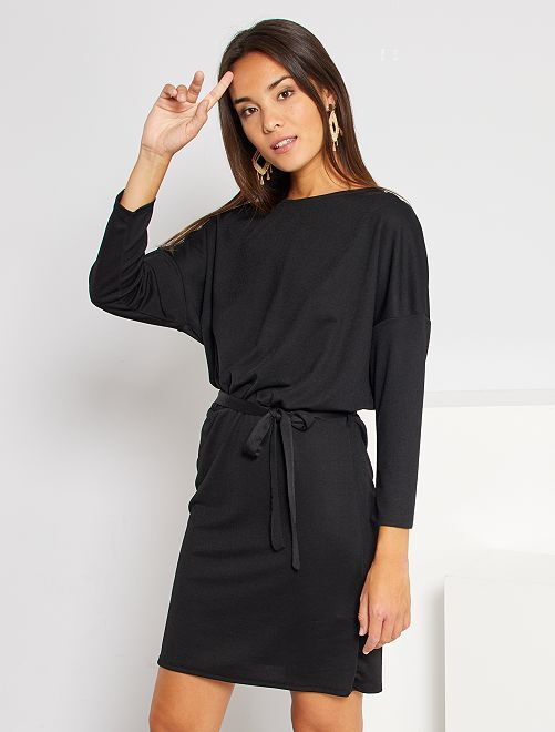 Vestido corto entallado                             negro