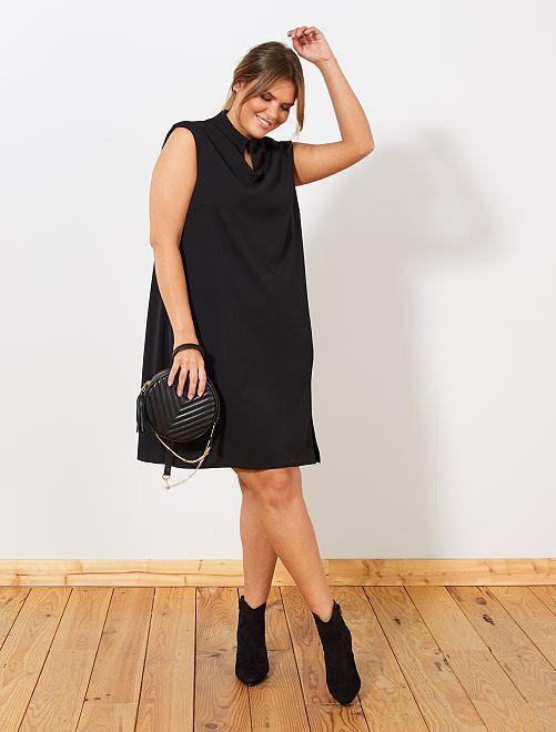 Vestido de corte recto                     negro
