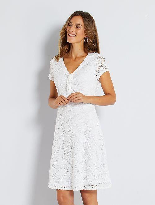 Vestido de encaje                             blanco