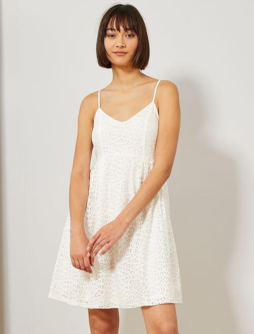 Vestido de encaje                                                     blanco nieve