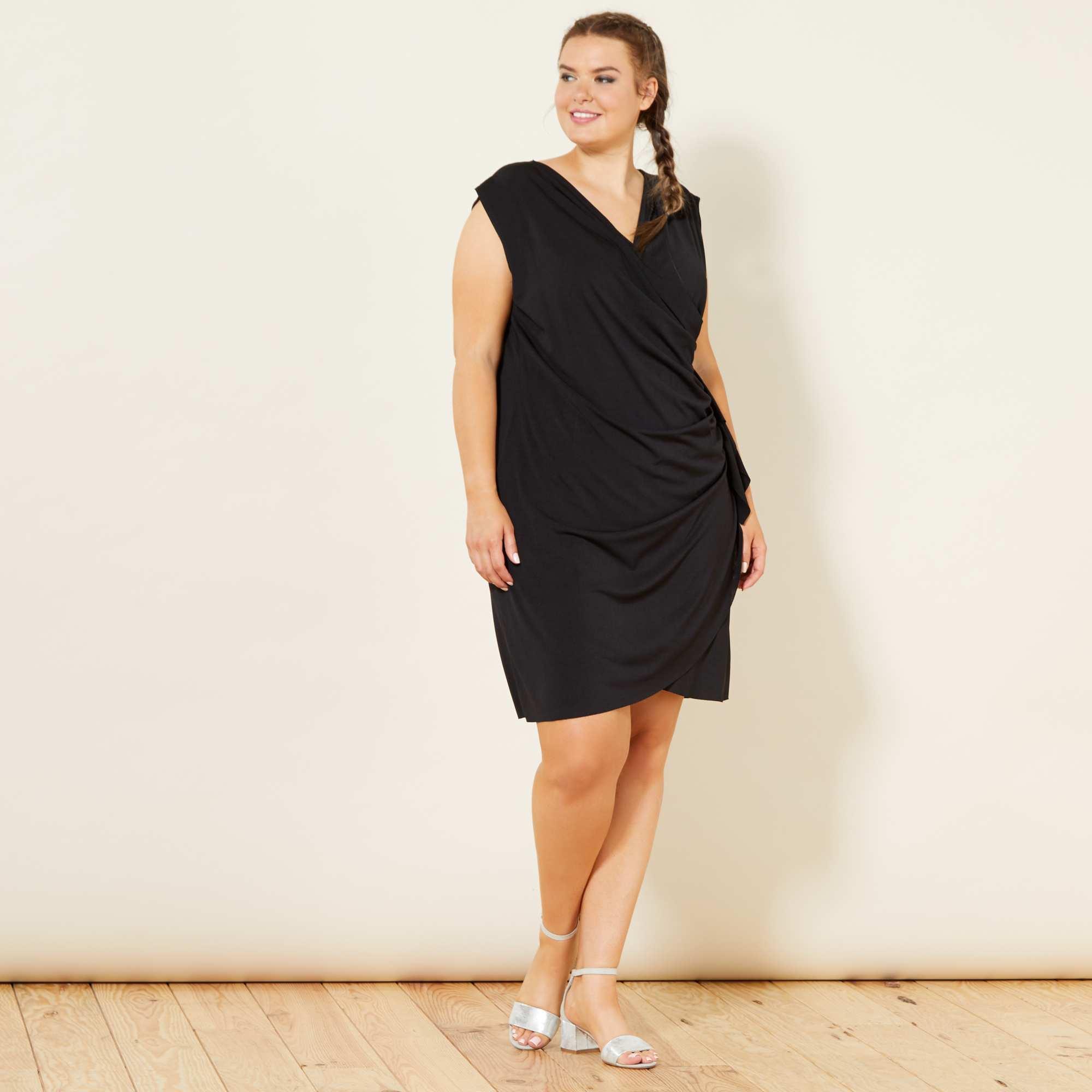 Vestido negro en tallas grandes
