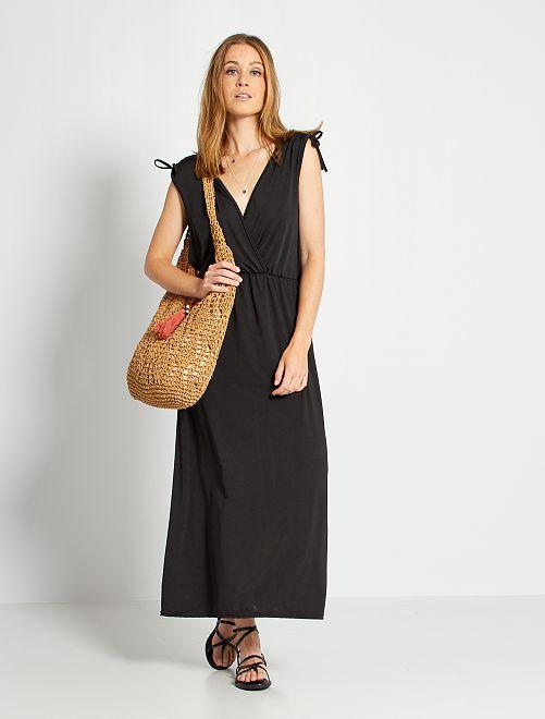 Vestido largo con escote de pico                             negro