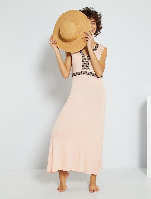 Vestido largo con pedrería bordada                                                                 ROSA