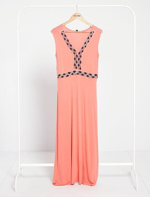 Vestido largo con pedrería bordada                                                                 rosa naranja