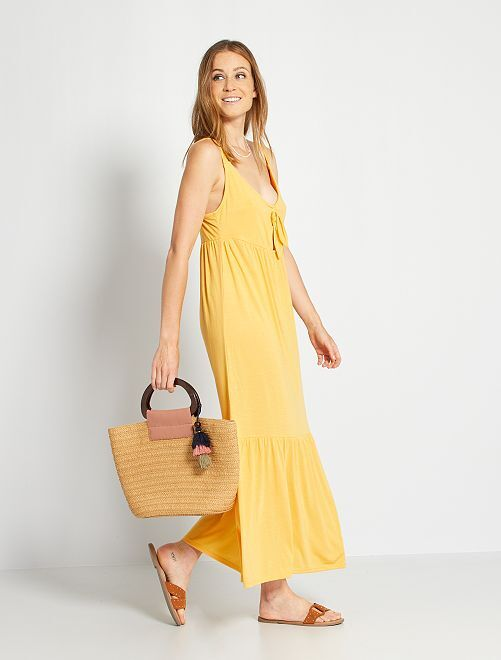 Vestido largo sin mangas con lazo en el pecho                                         amarillo crema