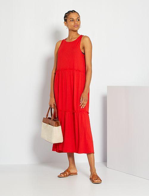 Vestido midi con volantes                             rojo