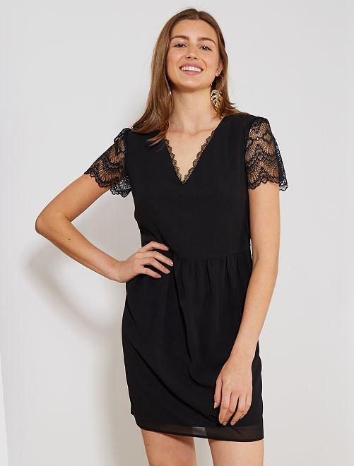 Vestido recto vaporoso con detalle de encaje                             negro