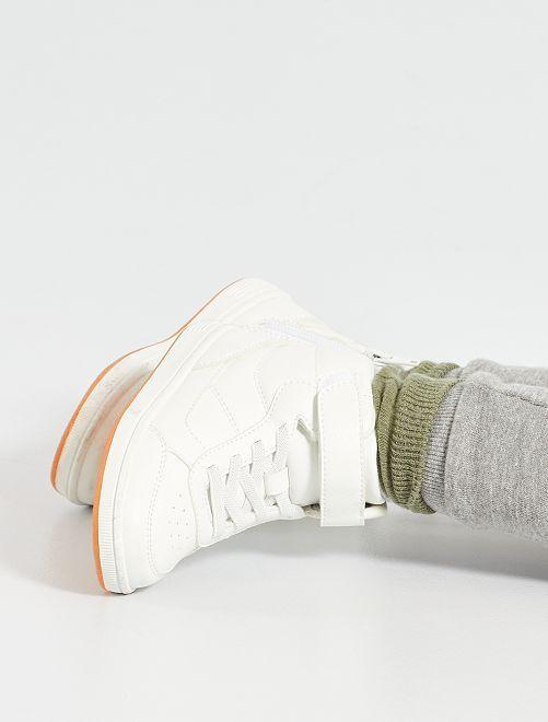 Zapatillas altas con cordones elásticos                             blanco