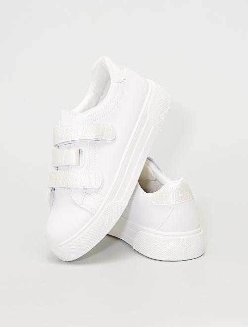 Zapatillas bajas con suela gruesa y velcros                                         blanco