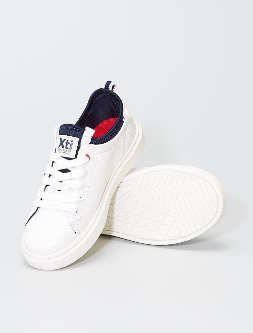 Zapatillas blancas perforadas                             blanco