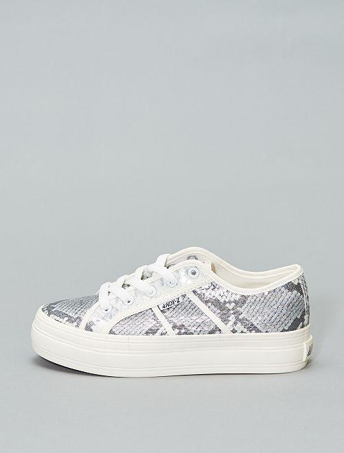 Zapatillas con cuña con estampado de 'serpiente'                             blanco/plata