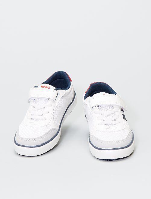 Zapatillas con velcros y cordones elásticos                             blanco