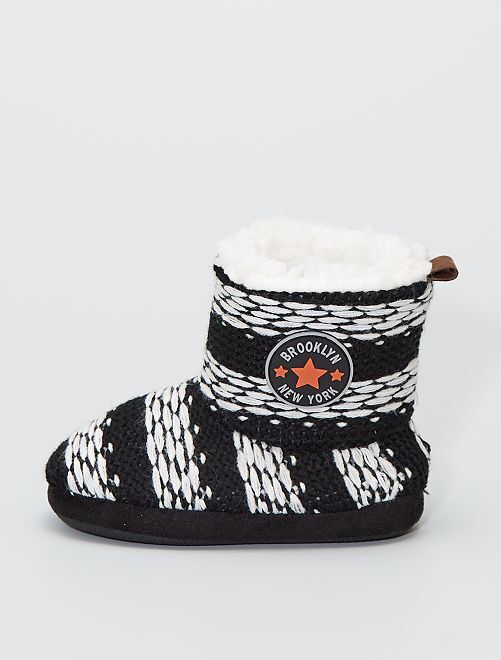 Zapatillas de casa tipo botines de punto                                         a rayas