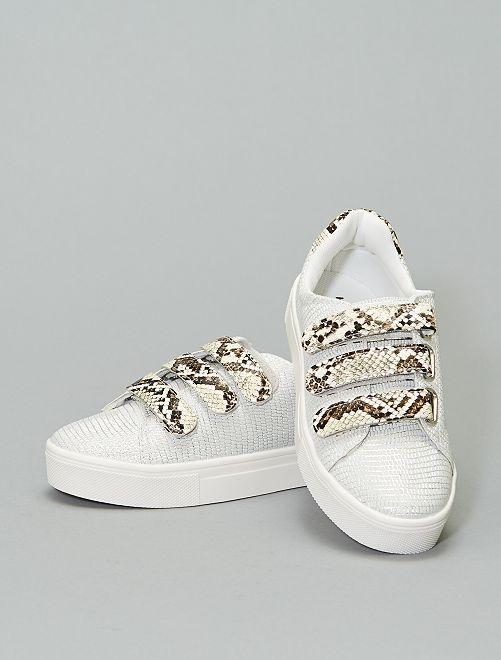 Zapatillas de charol detalle 'serpiente'                     blanco