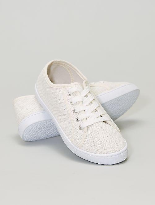 Zapatillas de tela efecto encaje                             blanco