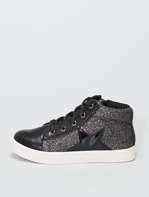 Zapatillas deportivas altas brillantes con parches de 'estrellas'                             negro