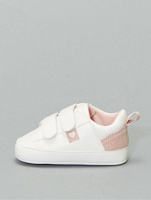 Zapatillas deportivas bajas con detalles de corazón                             blanco nieve