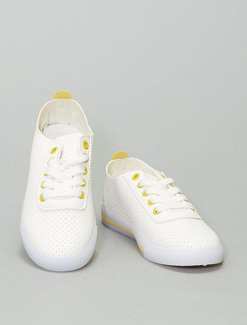 Zapatillas deportivas caladas con detalles llamativos                                         AMARILLO