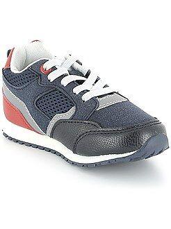 Zapatillas deportivas con cordones elásticos
