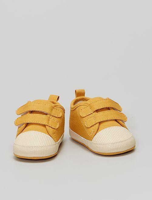 Zapatillas deportivas con velcros                                         AMARILLO