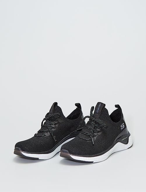 Zapatillas deportivas 'Skechers' con brillos                             NEGRO