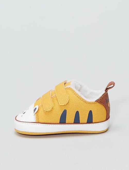 Zapatillas forradas con orejitas de adorno                             AMARILLO