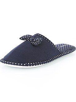 Zapatillas tipo chinelas con lazos y lunares