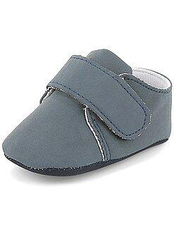 Zapatos, patucos - Zapatos bajos con velcro - Kiabi