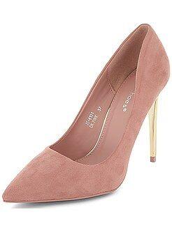 Zapatos de antelina con tacones dorados