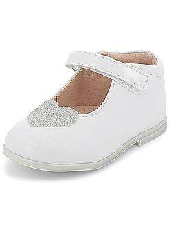 Zapatos, patucos - Zapatos de piel sintética acharolada - Kiabi