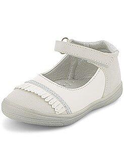 Zapatos, patucos - Zapatos de piel sintética acharolada con fleco - Kiabi