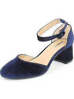 Zapatos de tacón de terciopelo con tiras