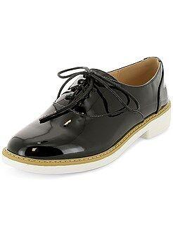 Zapatos derby de piel sintética acharolada