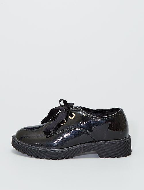 Zapatos tipo derby de charol con cordones de terciopelo                             negro