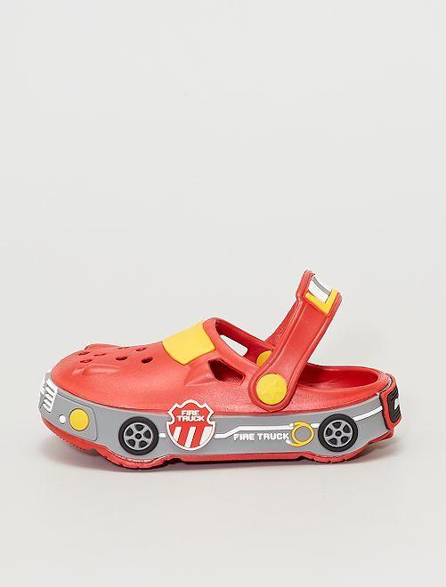 Zuecos con forma de coche                             VERDE